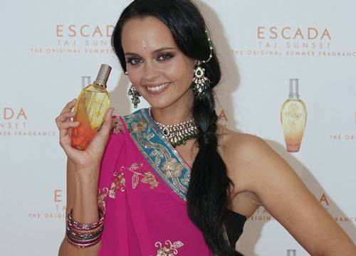 Shaila Dúrcal vestida de hindú para promoción de Escada