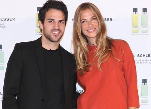 Martina Klein y Cesc Fàbregas la pareja de los perfumes
